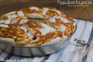 Pizza brioche farcita a forma di treccia