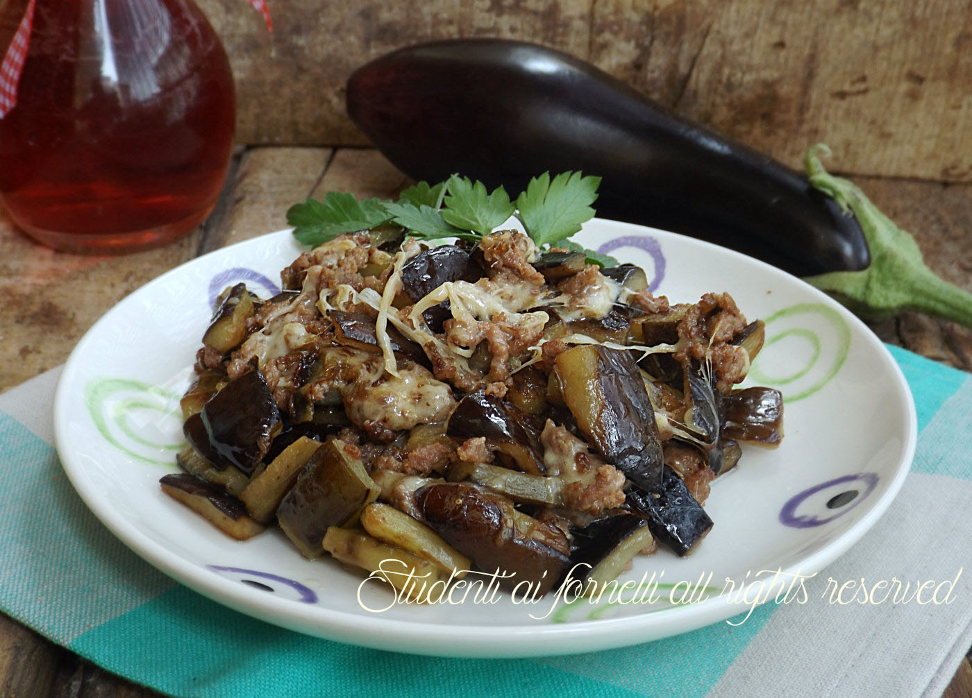 melanzane in padella con scamorza e carne trita ricetta piatto unico secondo piatto contorno sfizioso copy