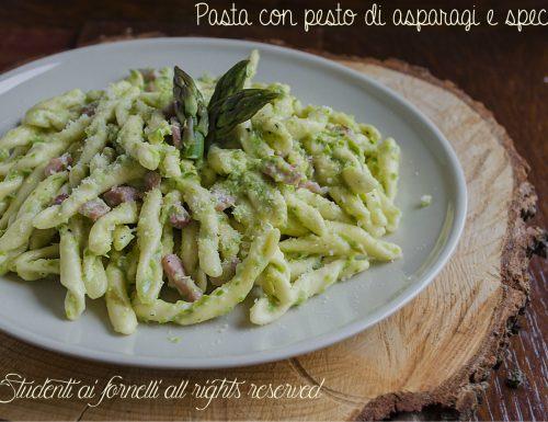 Pasta con pesto di asparagi e speck