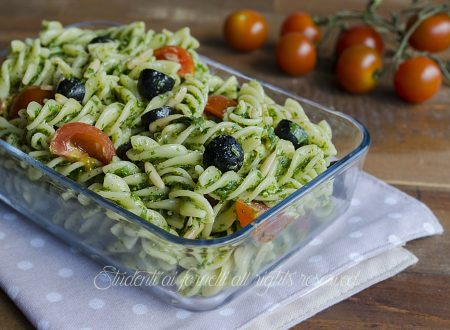 PASTA FREDDA con PESTO DI RUCOLA olive nere e pinoli