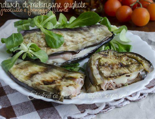 Sandwich di melanzane grigliate con prosciutto e formaggio