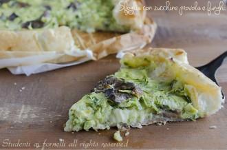 sfoglia con zucchine provola e funghi con porri ricetta torta salata rustica sfiziosa