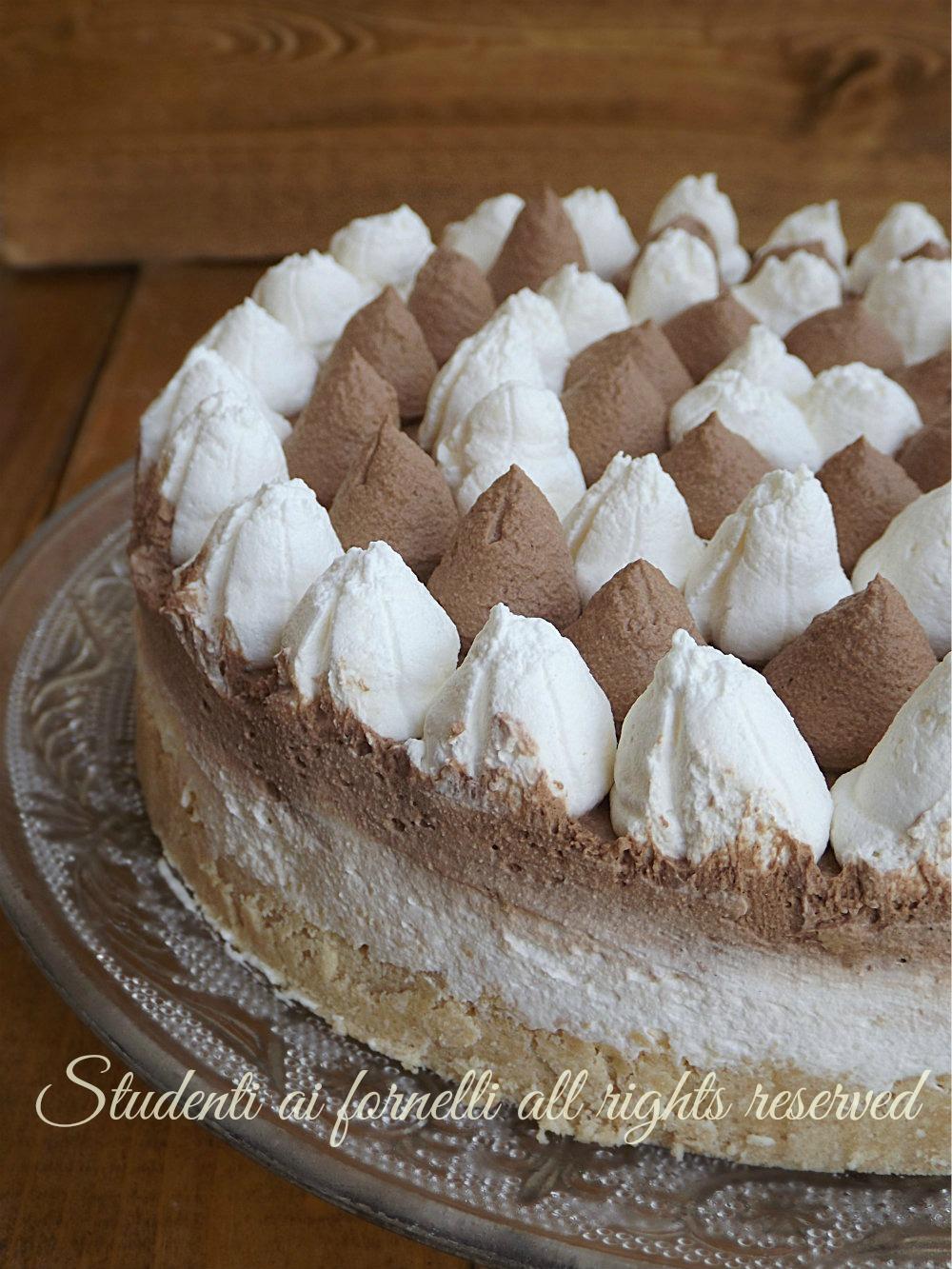 Torta gelato vaniglia e cioccolato senza gelatiera ricetta for Ricette di torte gelato