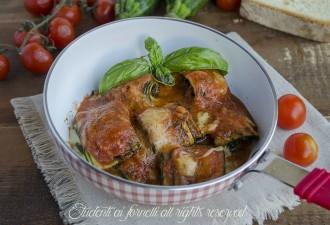 involtini di zucchine sugo e mozzarella in padella alla parmigiana ricetta secondo sfizioso veloce zucchine alla pizzaiola