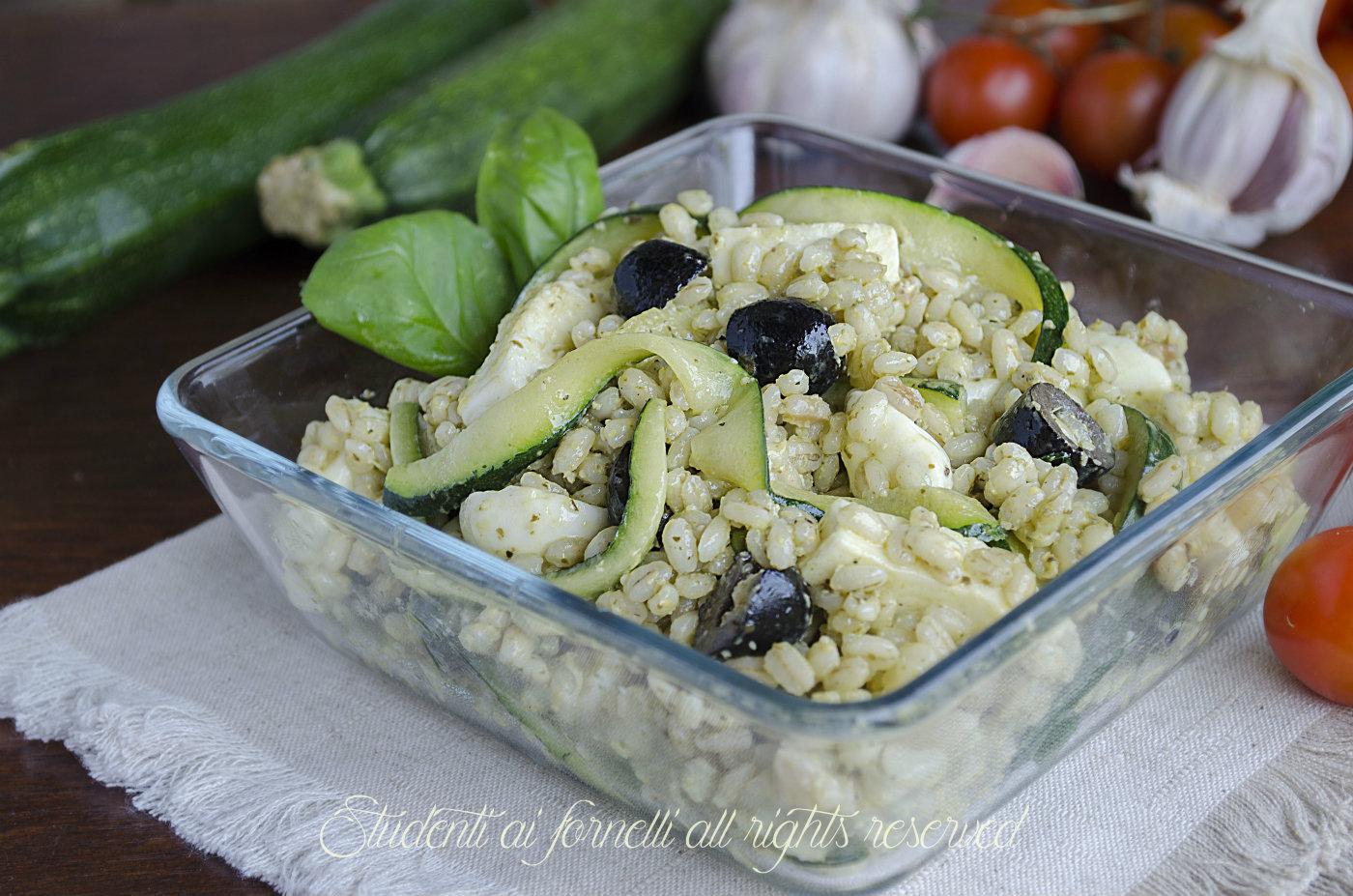 Favoloso Orzo freddo al pesto con zucchine olive e mozzarella, ricetta NB02