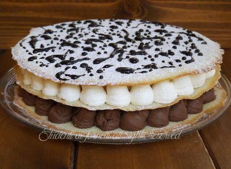 Torta di cialde con crema fredda al cioccolato