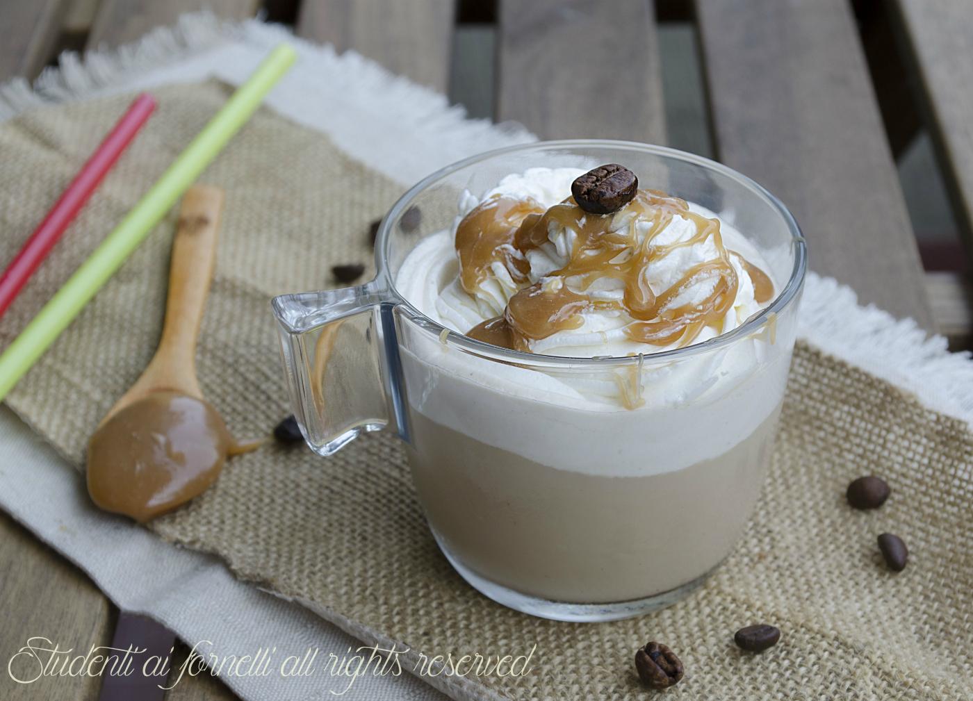 cappuccino freddo al caramello con panna ricetta estiva