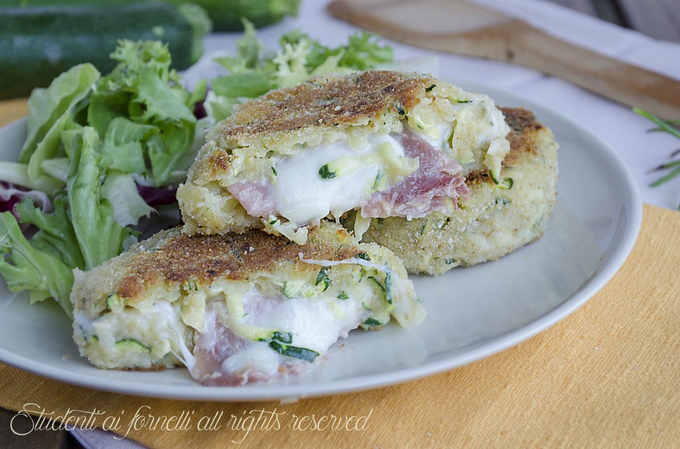 Hamburger di zucchine e patate con prosciutto e mozzarella for Ricette veloci secondi piatti
