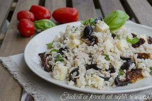 Riso freddo con tonno olive e pomodori secchi