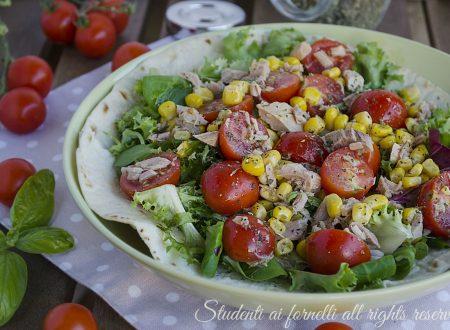 Piadina con insalatona di tonno e pomodorini