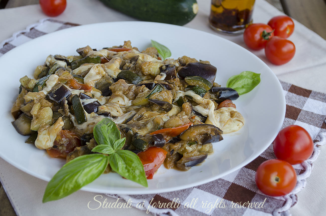 melanzane e zucchine alla pizzaiola pomodorini e scamorza ricetta secondo contorno veloce gustoso