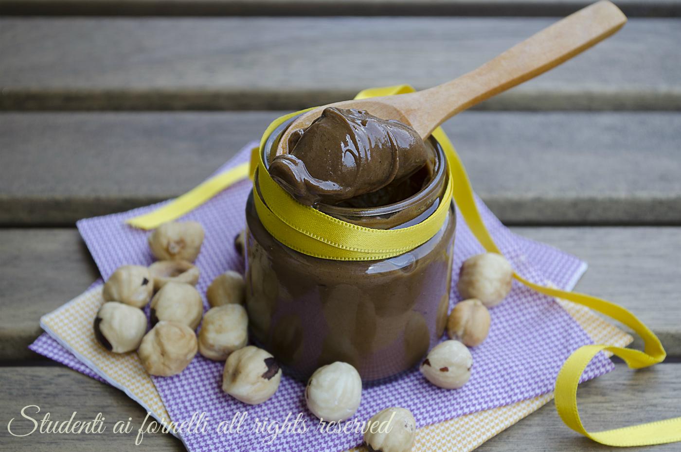 pasta di nocciole fatta in casa ricetta per pasticceria dolci