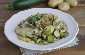 ricetta pollo rosolato con patate zucchine e peperoni in padella rosolato ricetta secondo facile e veloce