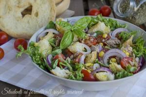 Panzanella con pomodorini e tonno