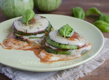 Zucchine con pomodoro e mozzarella in padella