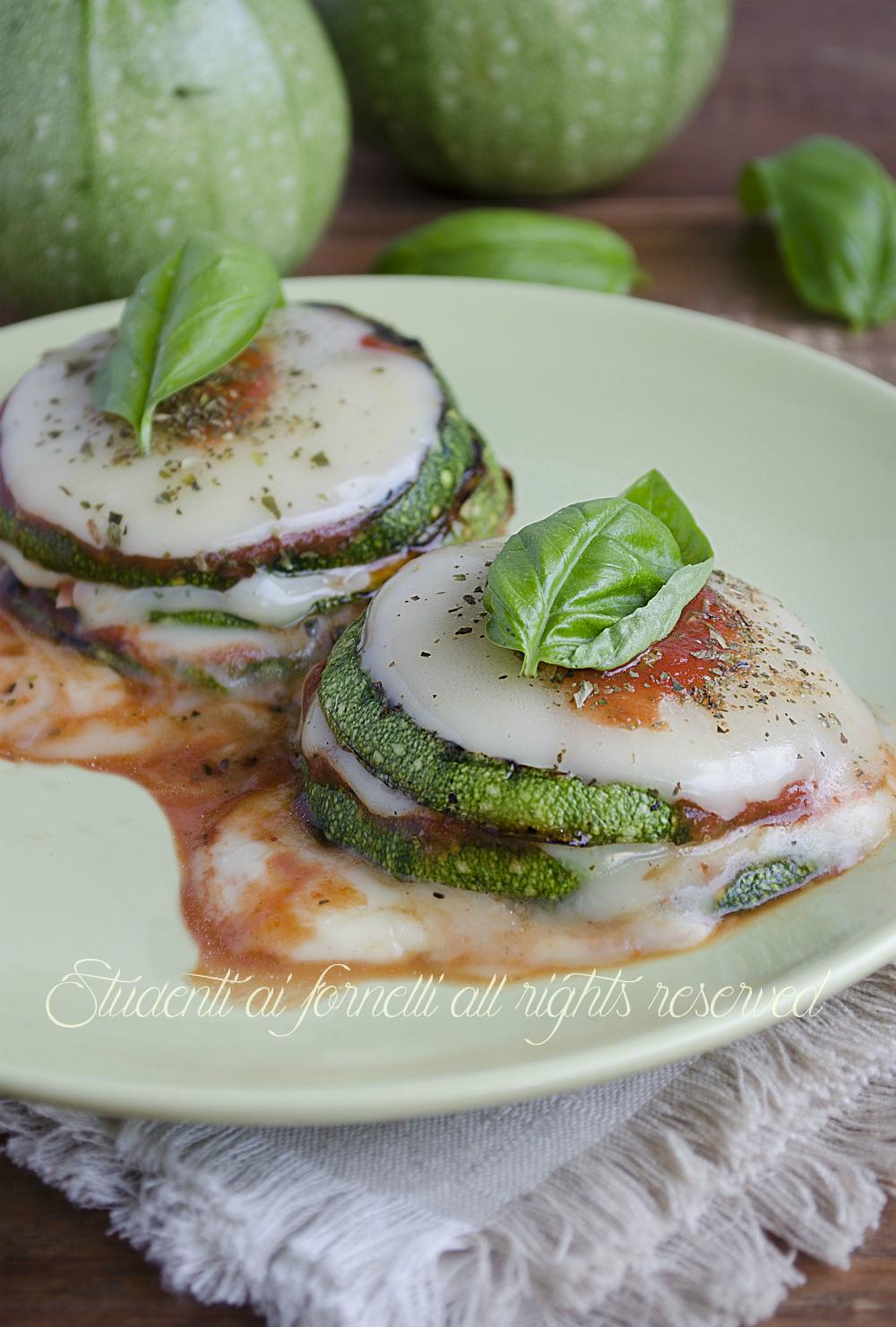 ricetta zucchine con pomodoro e mozzarella in padella ricetta secondo gustoso veloce zucchine grigliate