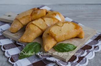 cornetti pomodoro e mozzarella alla pizzaiola sfiziosi finger food cena veloce ricetta