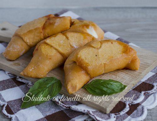 Cornetti pomodoro e mozzarella alla pizzaiola