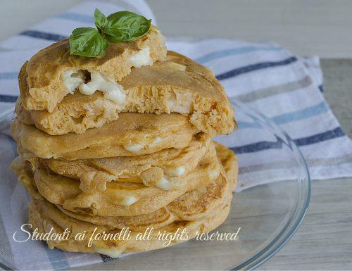 Pancakes salati pomodoro e mozzarella
