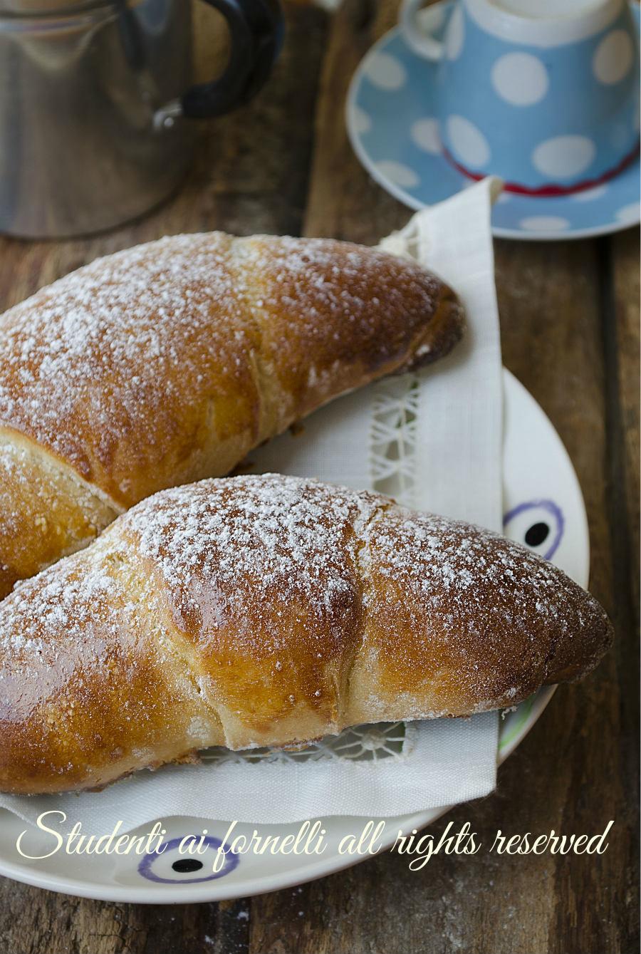 ricetta cornetti alla ricotta e nutella ricetta brioche con impasto alla ricotta senza burro e senza olio