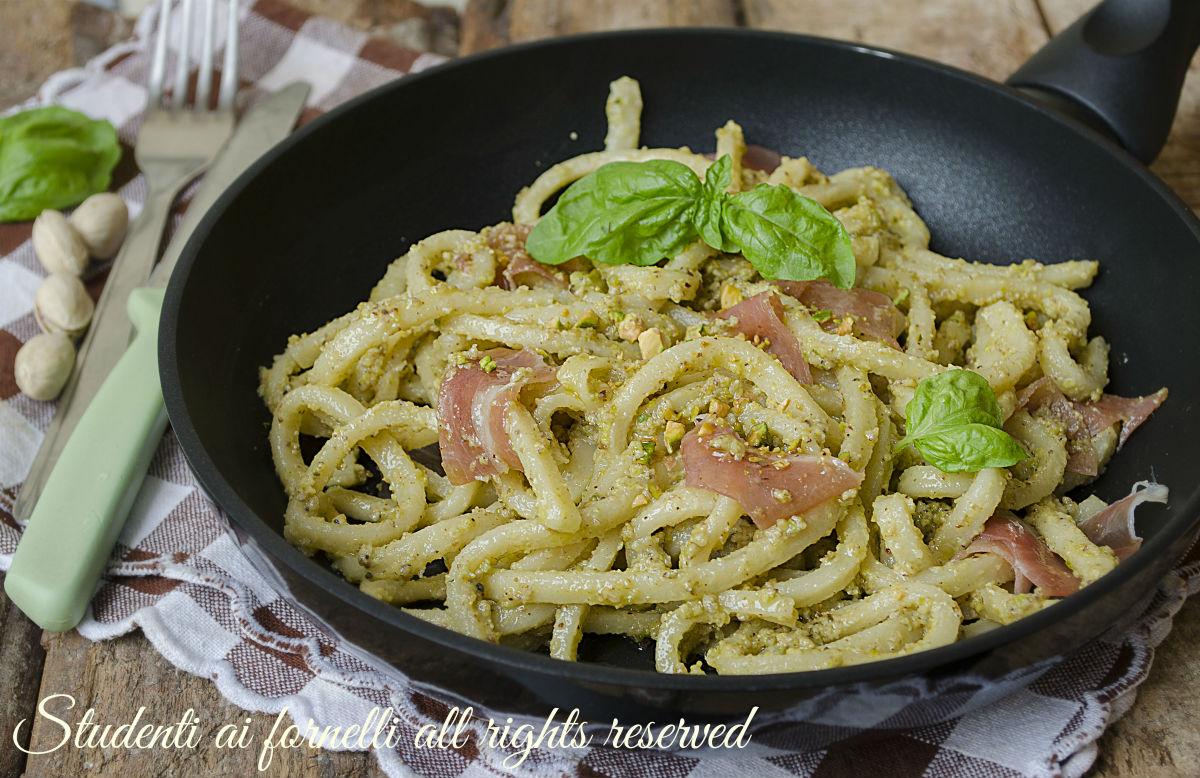 scialatielli al pesto di pistacchi e speck prosciutto pasta ricetta primo veloce