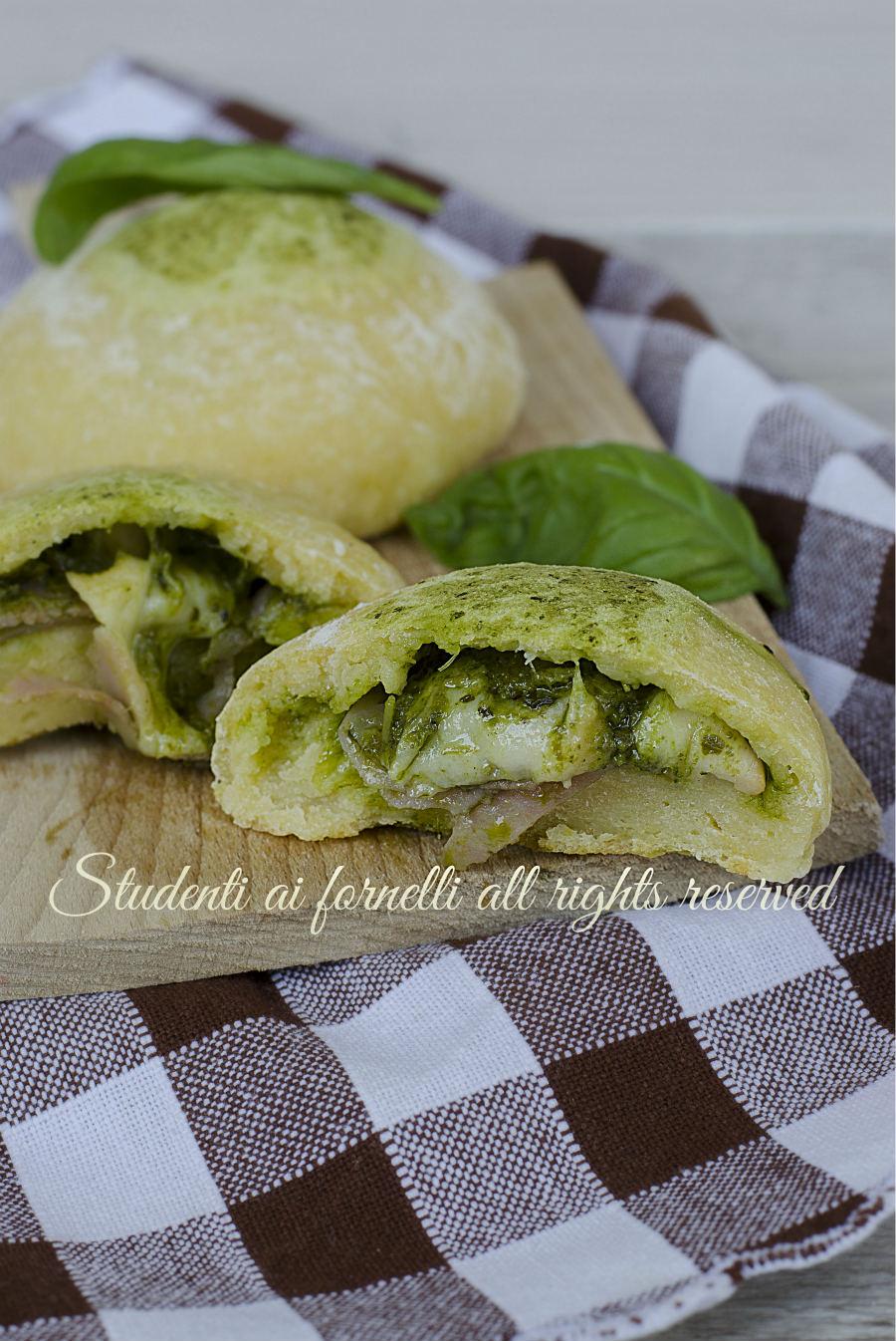 focaccine di patate pesto e prosciutto mozzarella ricetta sfiziosa veloce senza lievitazione bombette panini