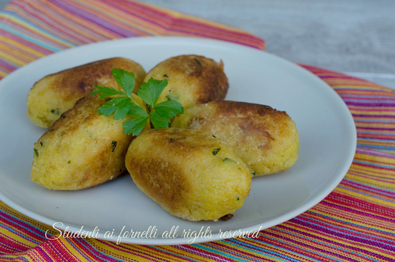 ricetta crocchette di pane e patate con prosciutto e scamorza ricetta secondo gustoso facile veloce