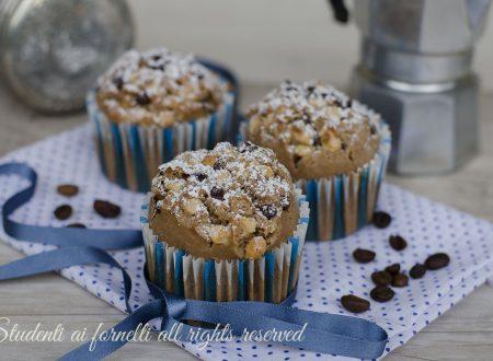 Muffin al caffè con nocciole e cioccolato