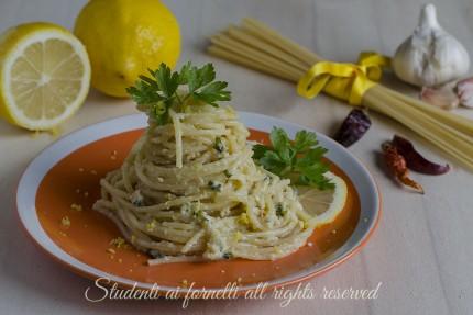 spaghetti al limone cremosi senza panna ricetta primo facile veloce vegetariano