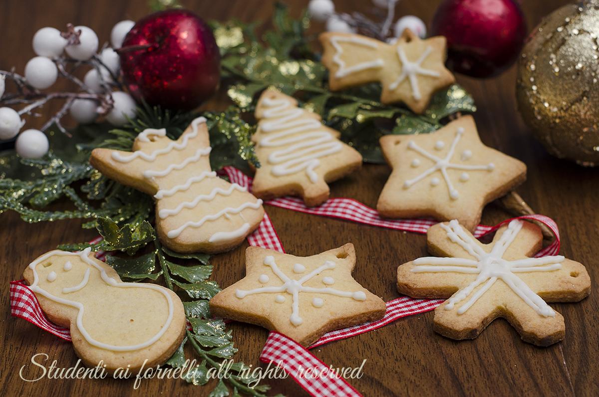 Biscotti Di Natale Ricette Giallo Zafferano.Biscotti Natalizi Decorati Con Ghiaccia Reale Ricetta