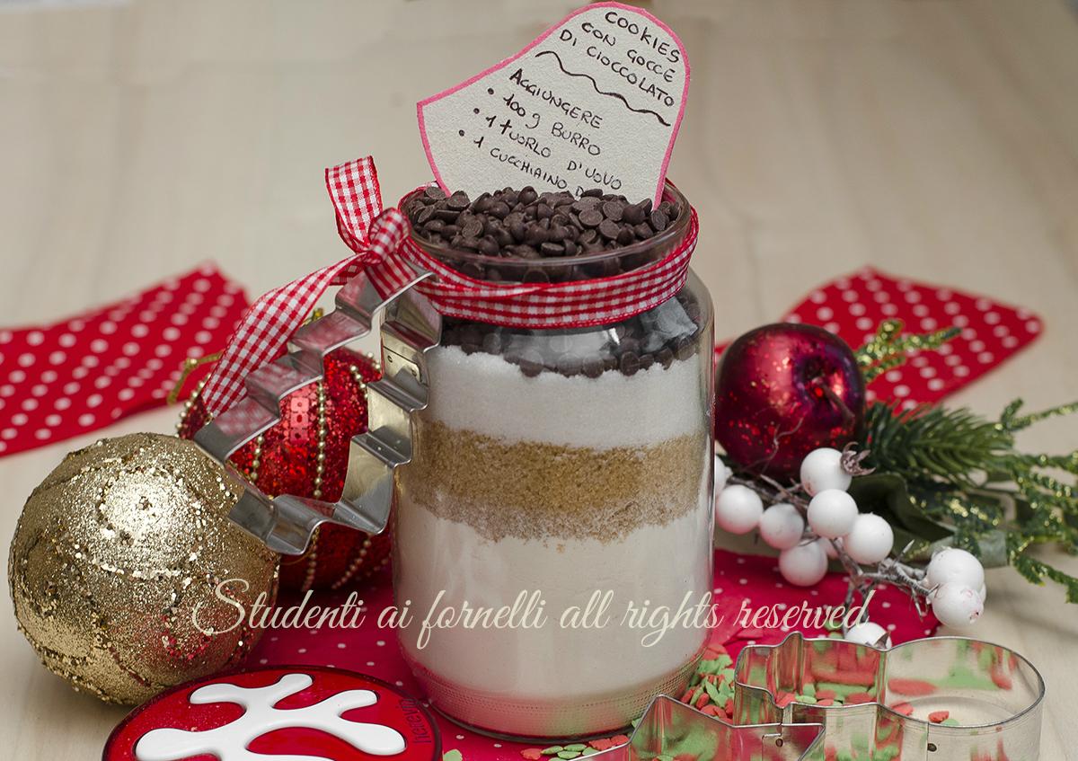 ricetta regalo cookies in barattolo biscotti con gocce di cioccolato idea regalo di natale economico facile veloce
