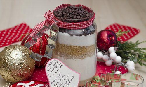 Cookies in barattolo con gocce di cioccolato