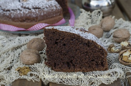 torta alle noci e cioccolato soffice golosa ricetta dolce colazione e merenda