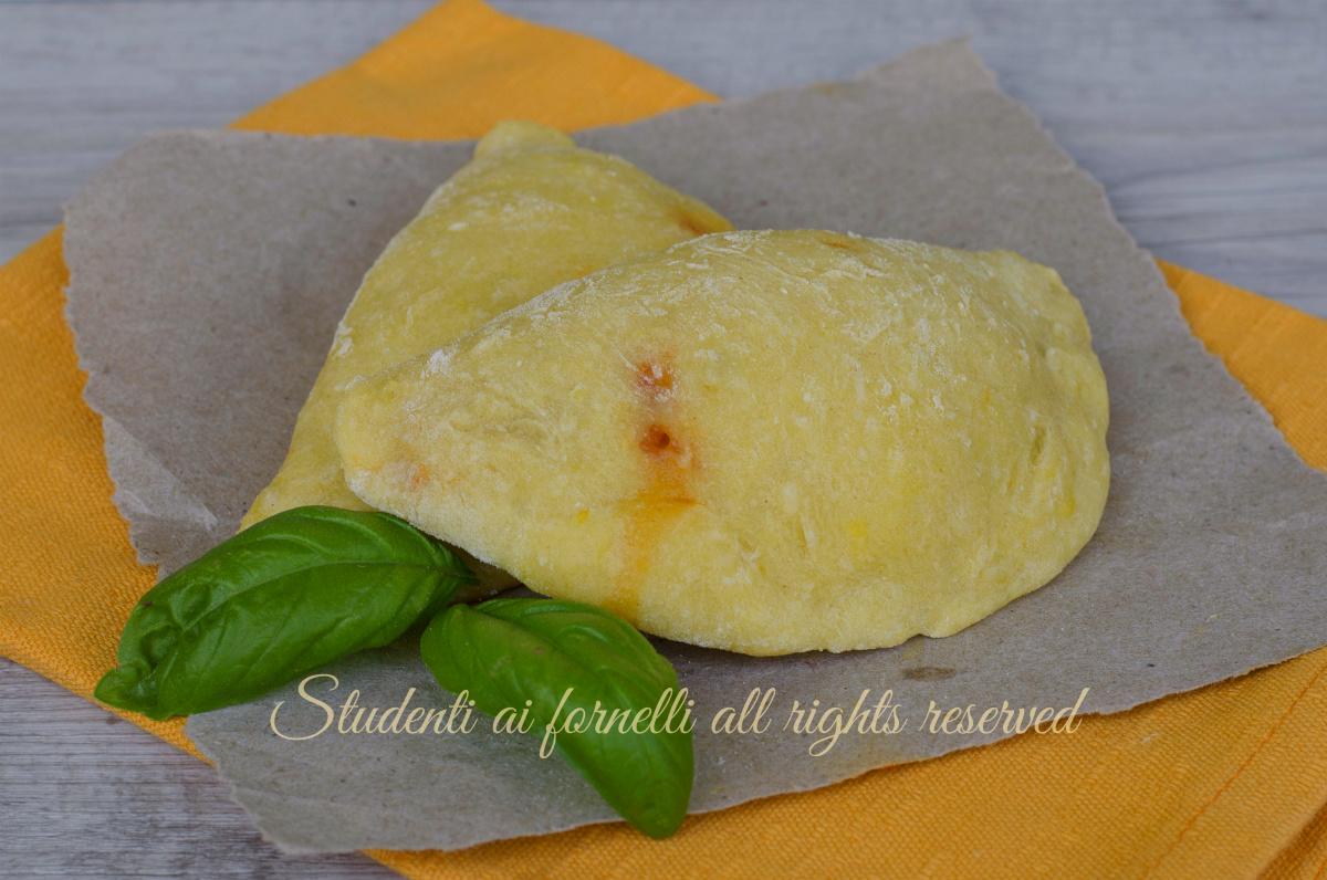 ricetta panzerotti di patate al pomodoro e mozzarella al forno ricetta sfiziosa