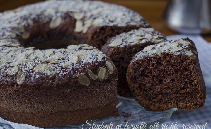 Ciambellone cioccolato e mandorle