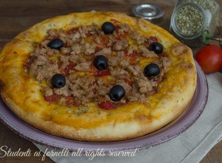 Focaccia tonno e olive nere