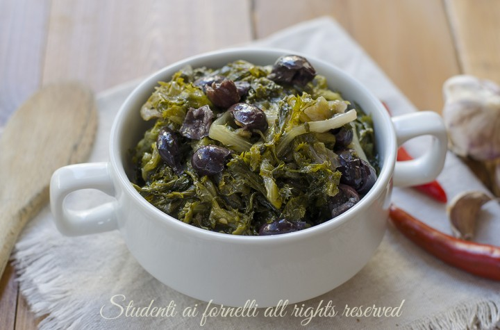 scarole e olive affogati in padella ricetta antipasto contorno verdure vegetariano
