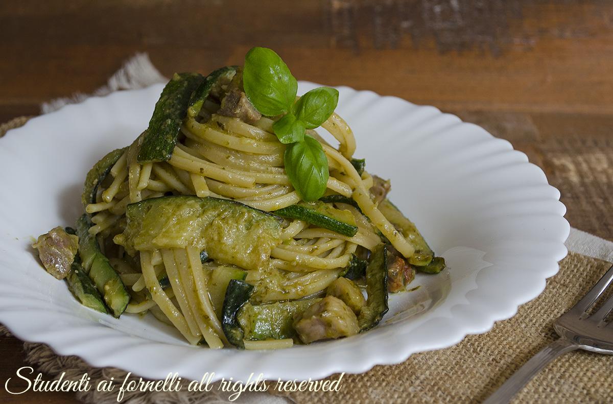 Pasta con zucchine pesto e pancetta facile e veloce ricetta for Cucinare le zucchine