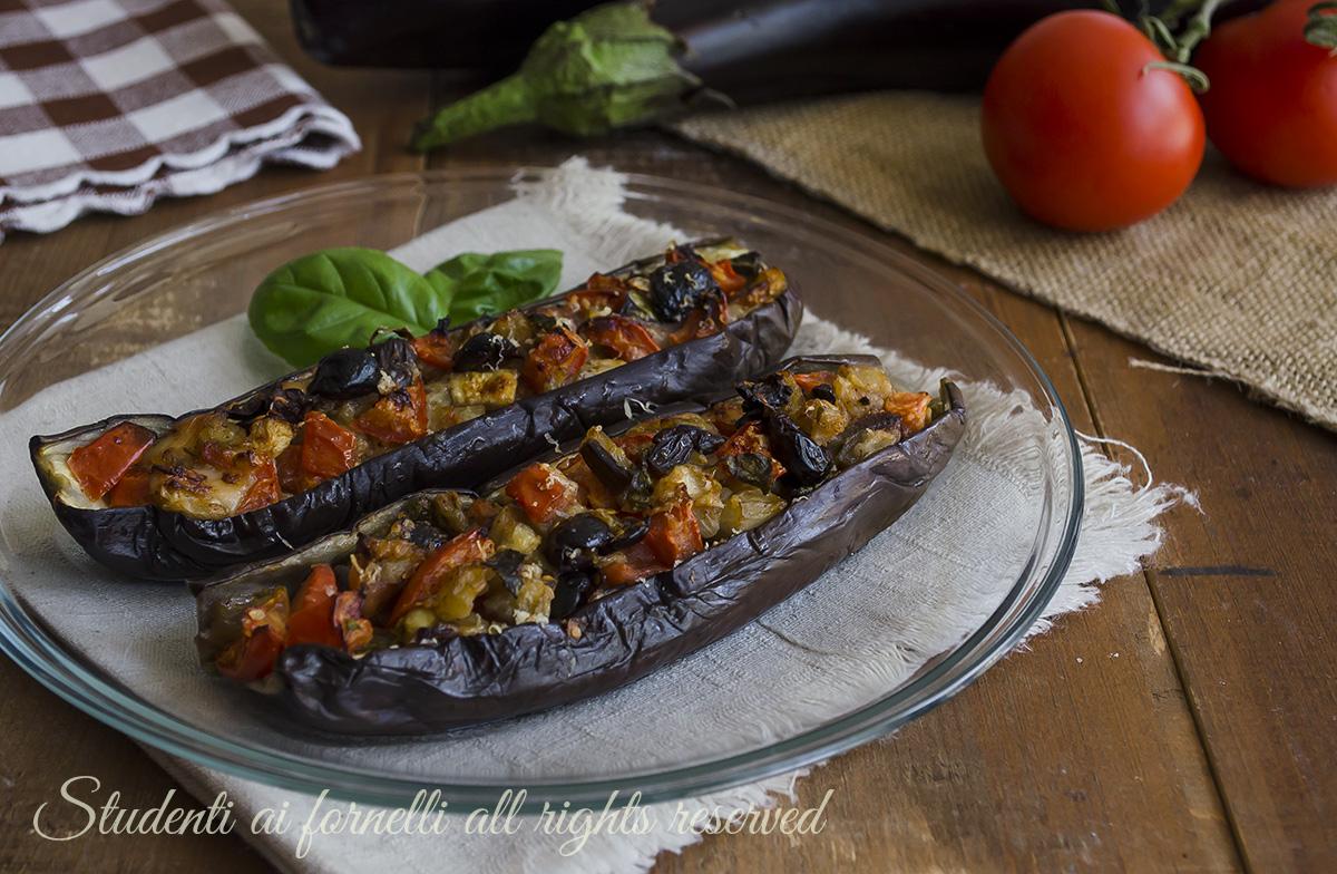 ricetta melanzane ripiene alla mediterranea con olive e pomodorini ricetta secondo vegetariano gustoso facile veloce