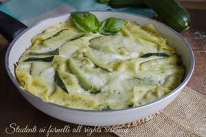 Lasagne con zucchine pesto e stracchino in padella