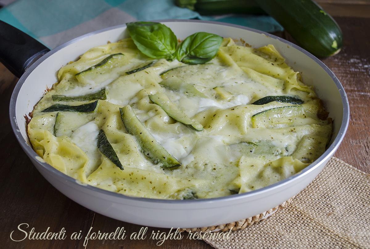 Lasagne con zucchine pesto e stracchino in padella ricetta for Cucinare zucchine