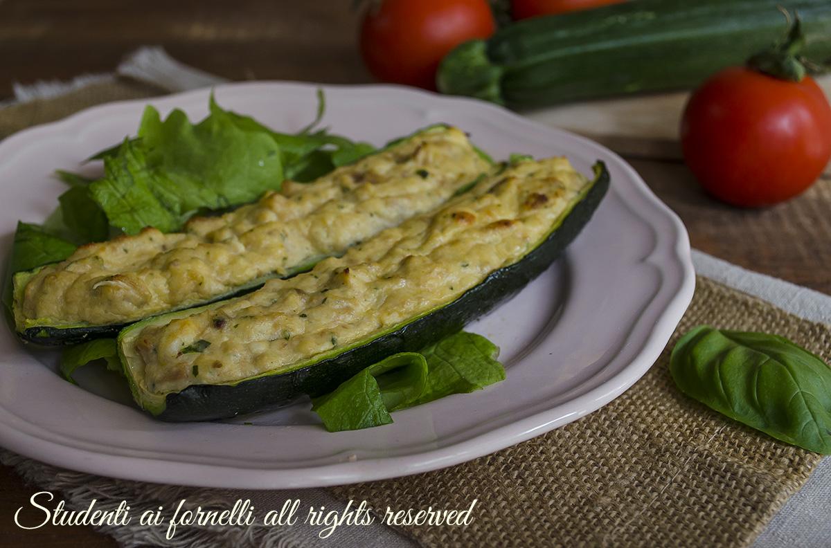 Zucchine ripiene tonno e ricotta al forno o in padella for Cucinare zucchine in padella