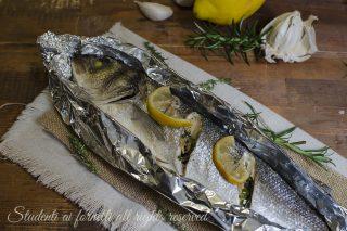 branzino al limone al cartoccio al forno ricetta pesce facile veloce