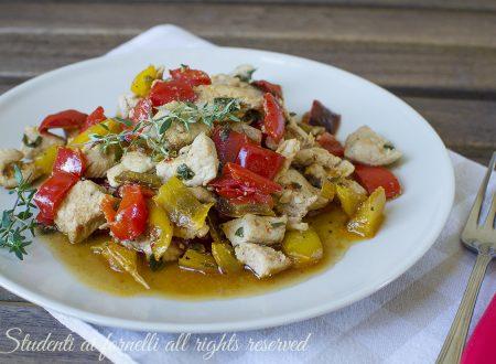 Dadolata di pollo e peperoni in padella