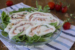 girelle di mozzarella salmone e rucola ricetta antipasto estivo facile veloce sfoglia di mozzarella farcita