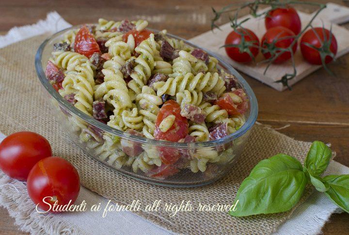 pasta fredda pesto di pistacchi e prosciutto ricetta insalata di pasta estiva veloce