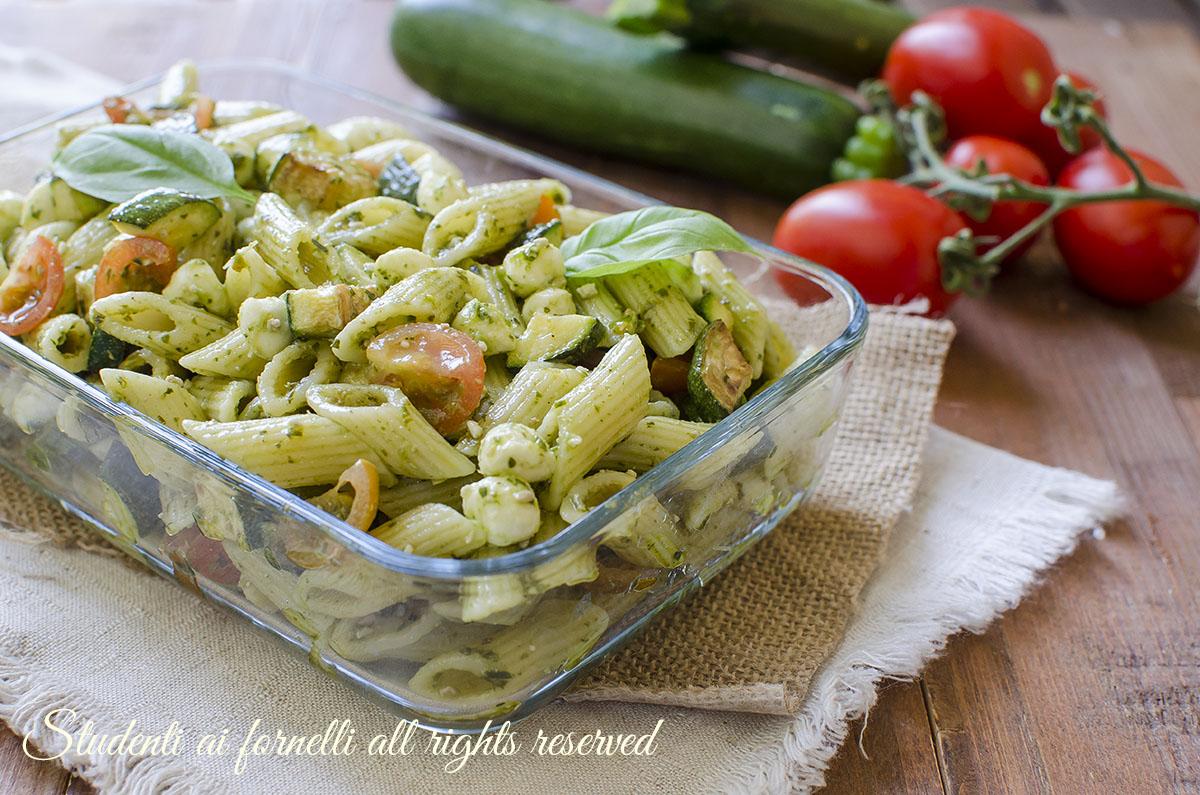 Pasta fredda zucchine pesto e mozzarella ricetta for Ricette primi e secondi piatti