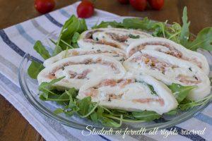Girelle di mozzarella salmone e rucola