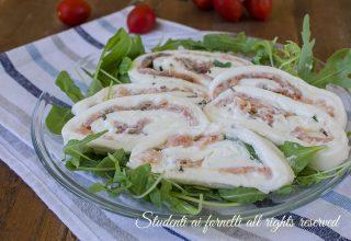 ricetta veloce girelle di mozzarella salmone e rucola ricetta antipasto estivo facile veloce sfoglia di mozzarella farcita