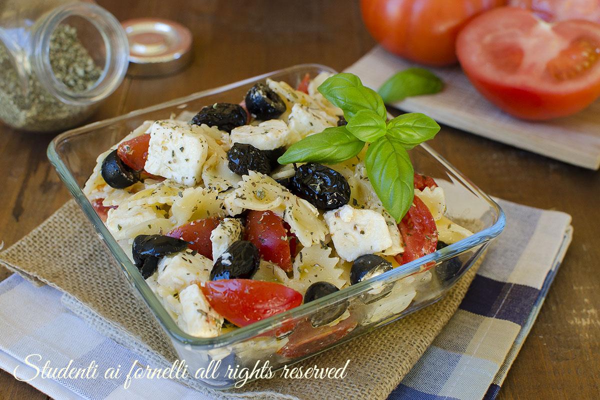 pasta fredda alla greca olive pomodori feta estiva insalata
